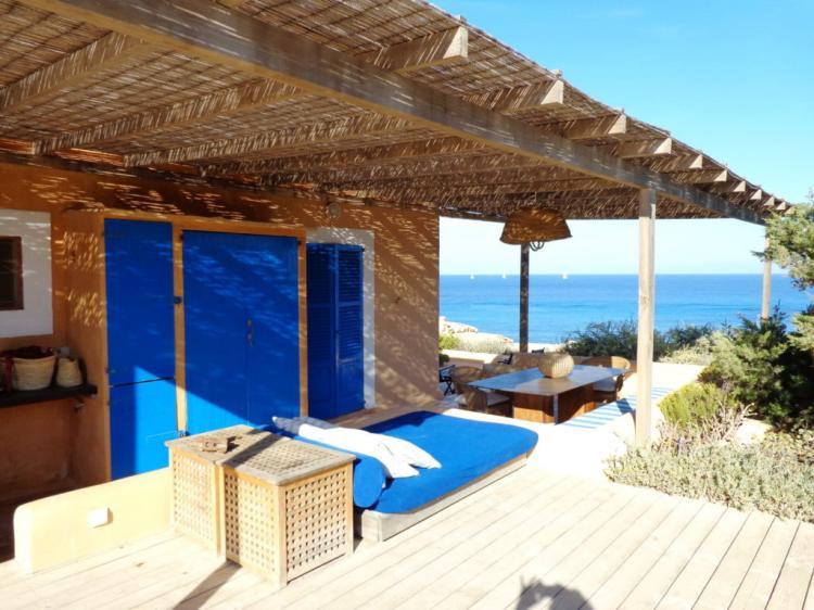 Villa a Formentera, un rifugio unico con splendida vista a 180° sul mar